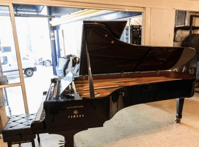 Piano Yamaha C7 detalle lateral