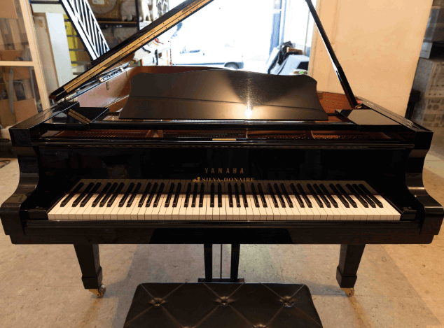Piano Yamaha C7 frontal
