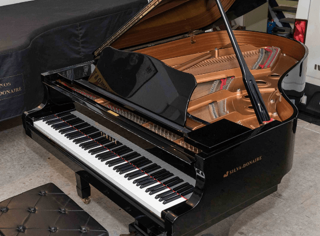 Piano Yamaha C7 lateral