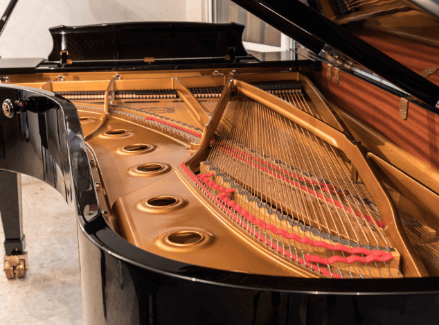 Piano Yamaha CFIII interior