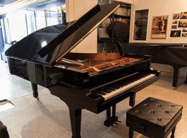 Piano Yamaha CFIII