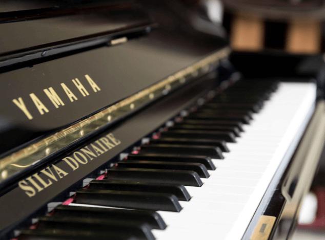 Piano Yamaha U3 detalle
